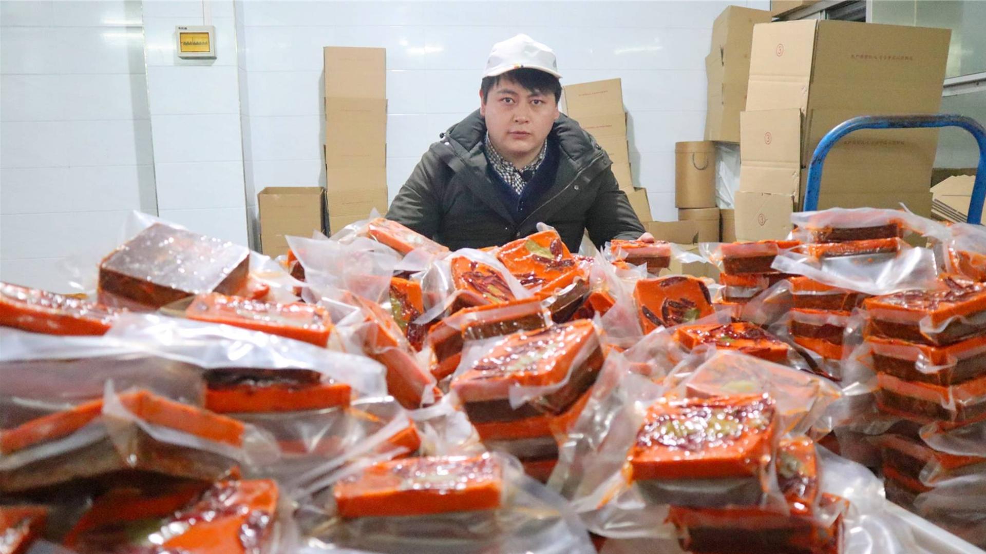 德哥去工厂炒火锅底料,一锅1000斤,看完想直接啃火锅底料
