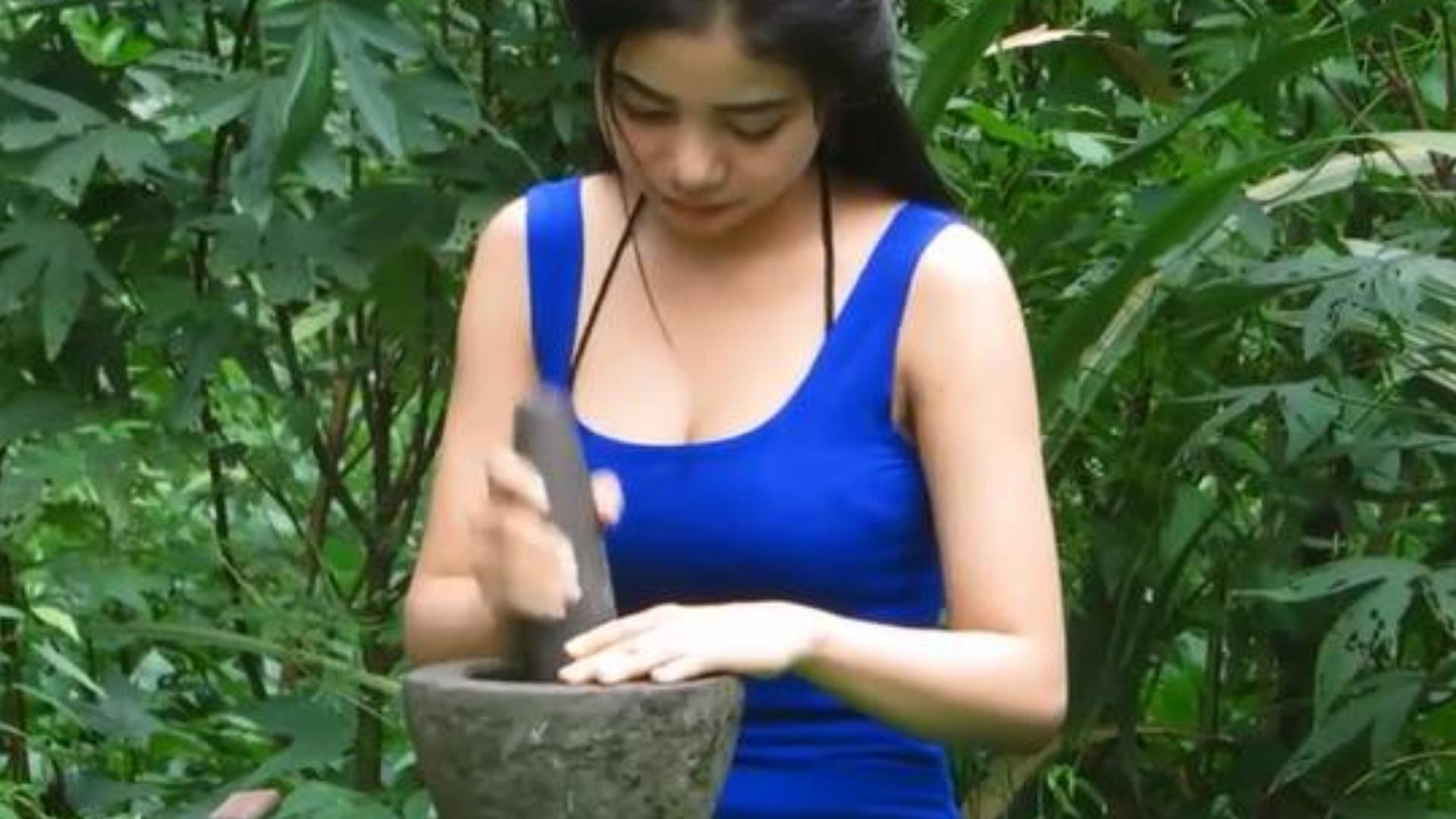 (中字)越南小姐姐做椰汁鲜虾鹌鹑蛋小炒给你吃啦!