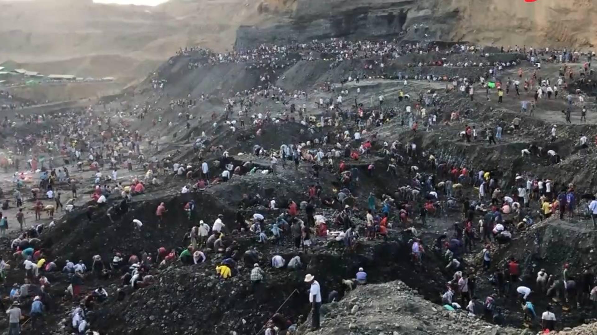 实拍缅甸万人挖翡翠现场:人山人海,酷似大型劳改场!