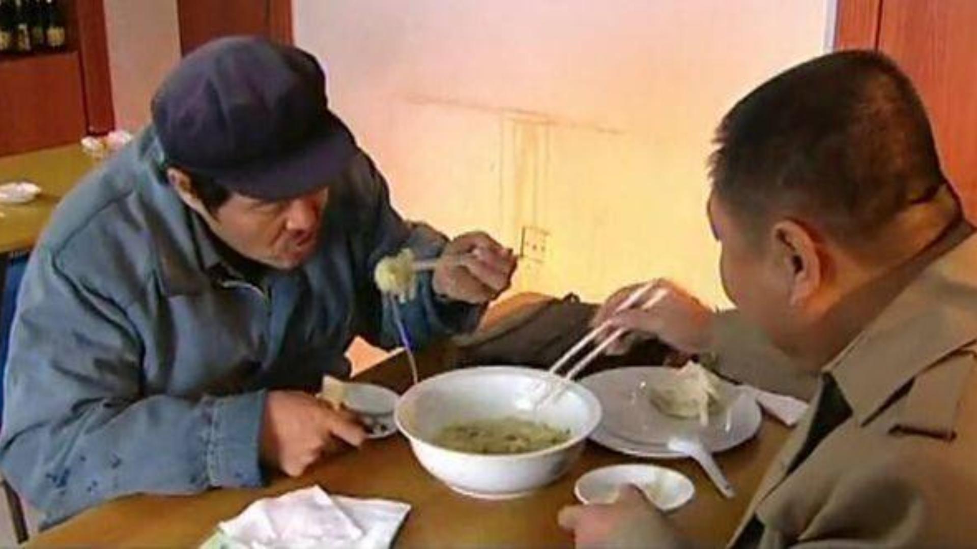【八景】范伟吃饭合集:烤串烧饼羊肉汤,烧鱼牛蛙方便面