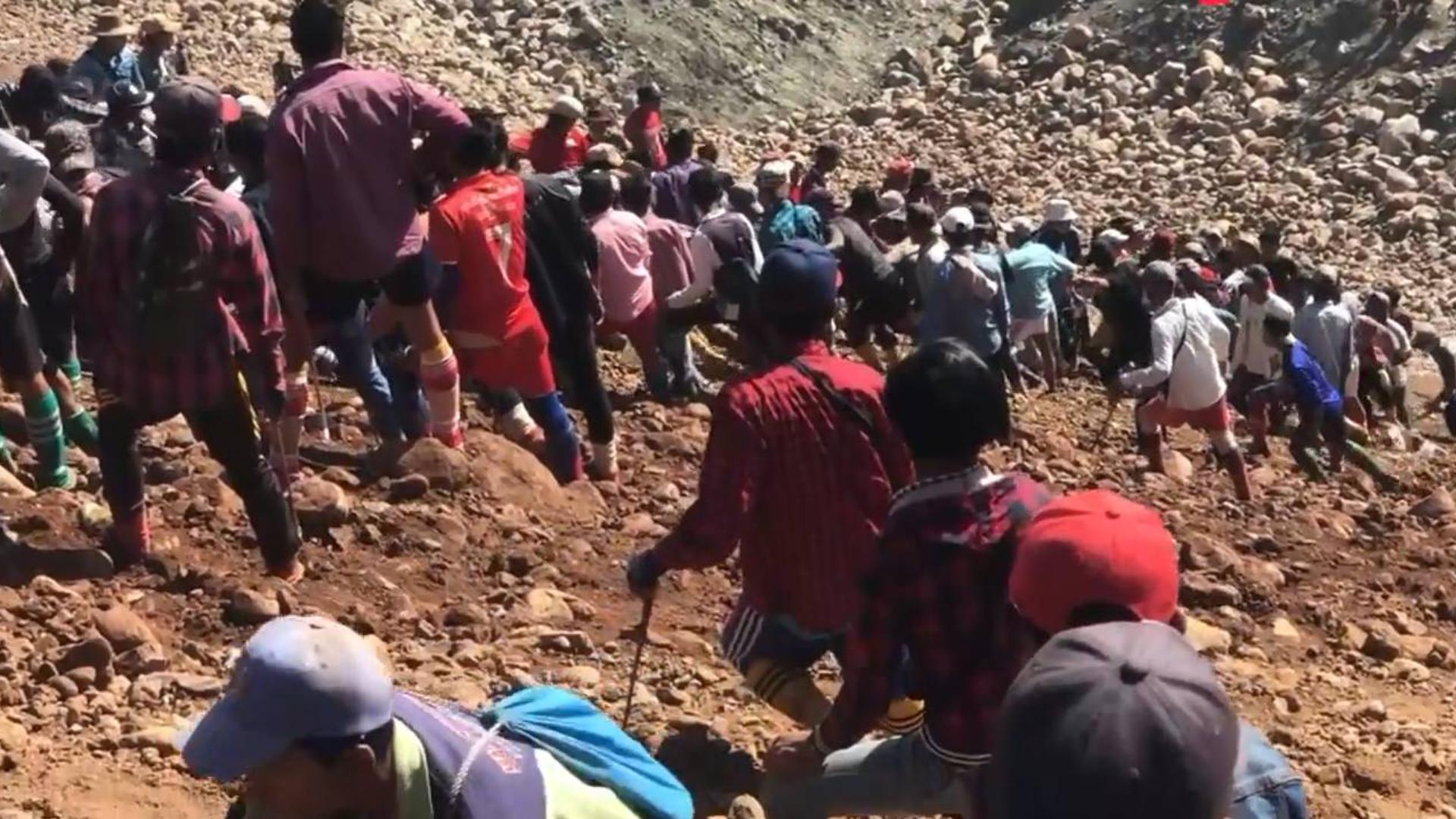 缅甸会卡翡翠矿区实况:出事了!挖玉的矿民被砸,保佑无事!