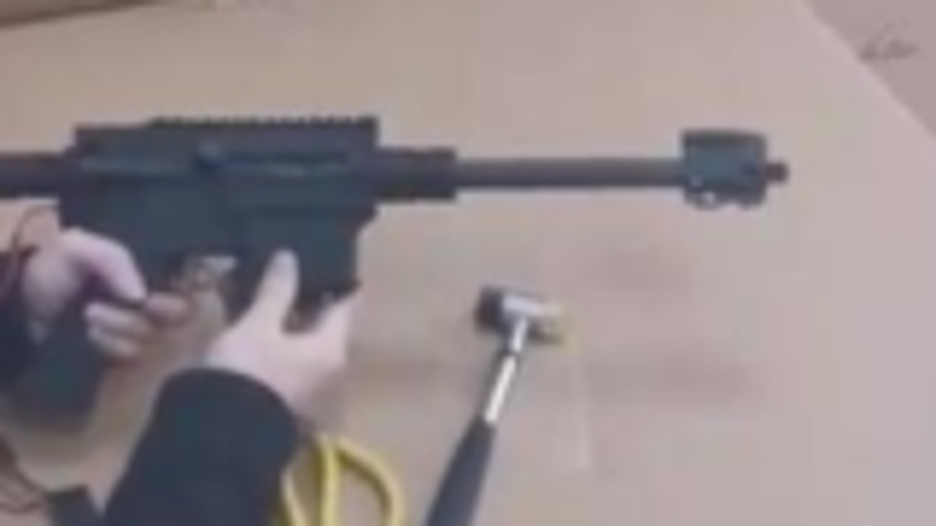 据说是仁翔的后坐力+抛壳 hk416水弹枪