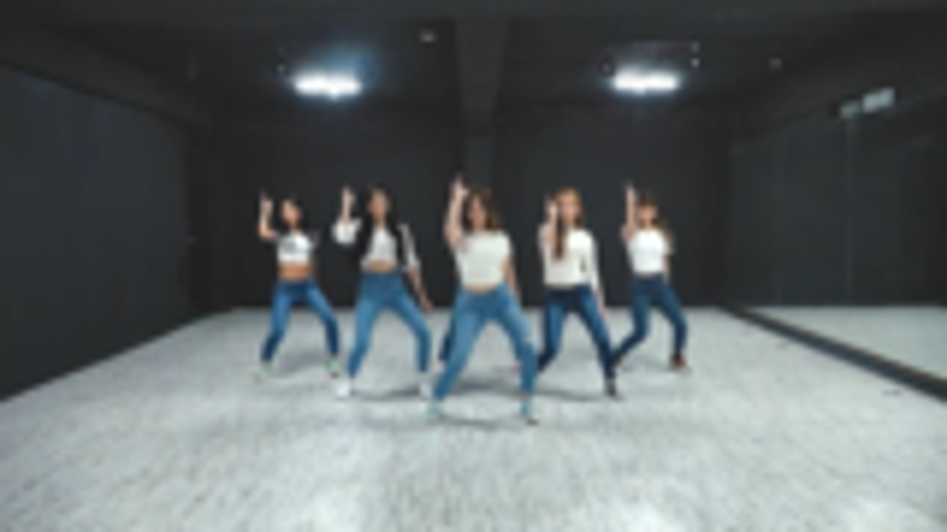 【莫笑中字】白色上衣搭配蓝色牛仔裤!MOMOLAND-Thumbs Up 舞蹈练习室
