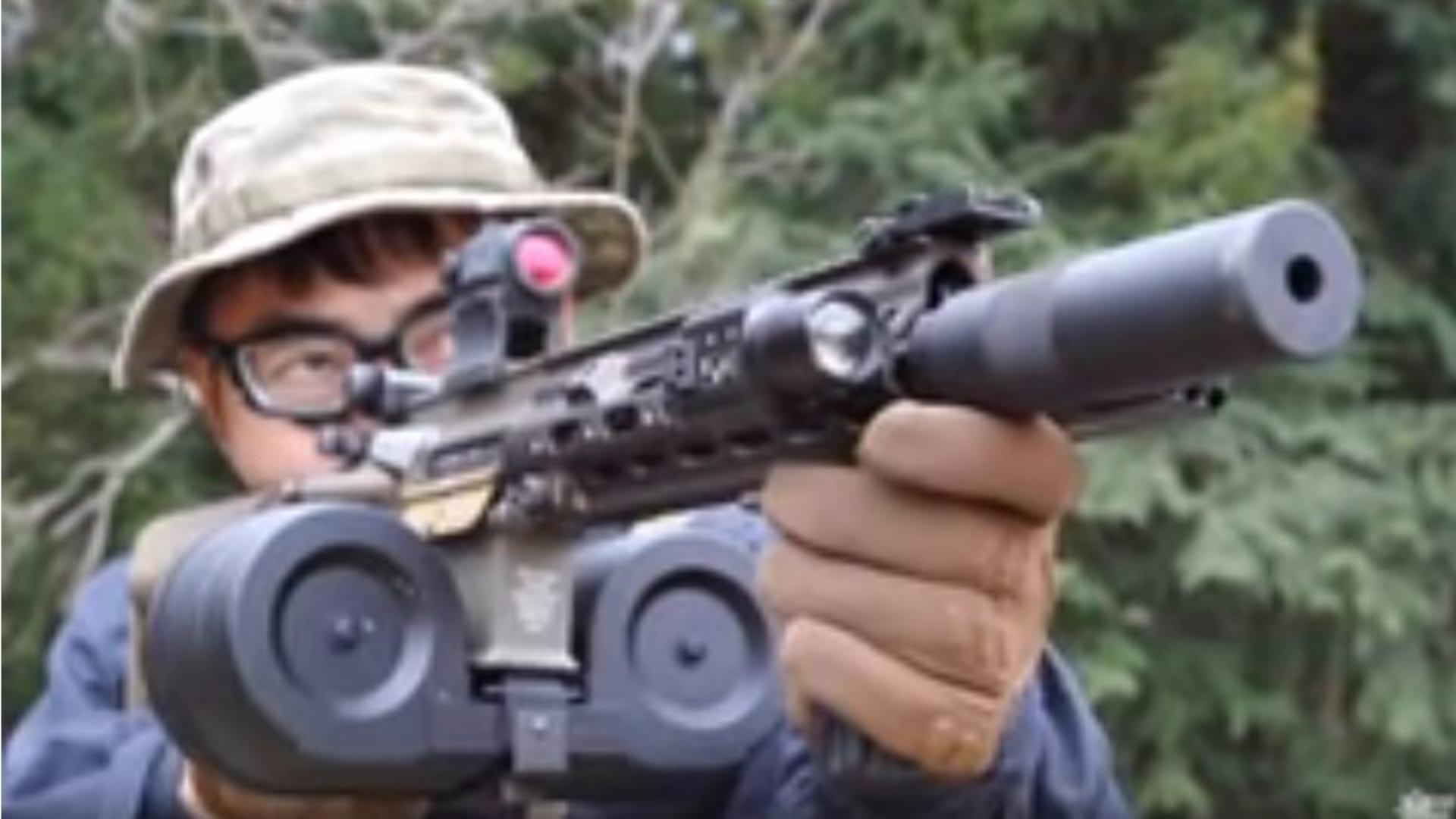 日本壕堺大叔:东京马尔伊HK416三角星定制【麦克堺定制】户外射击测评!