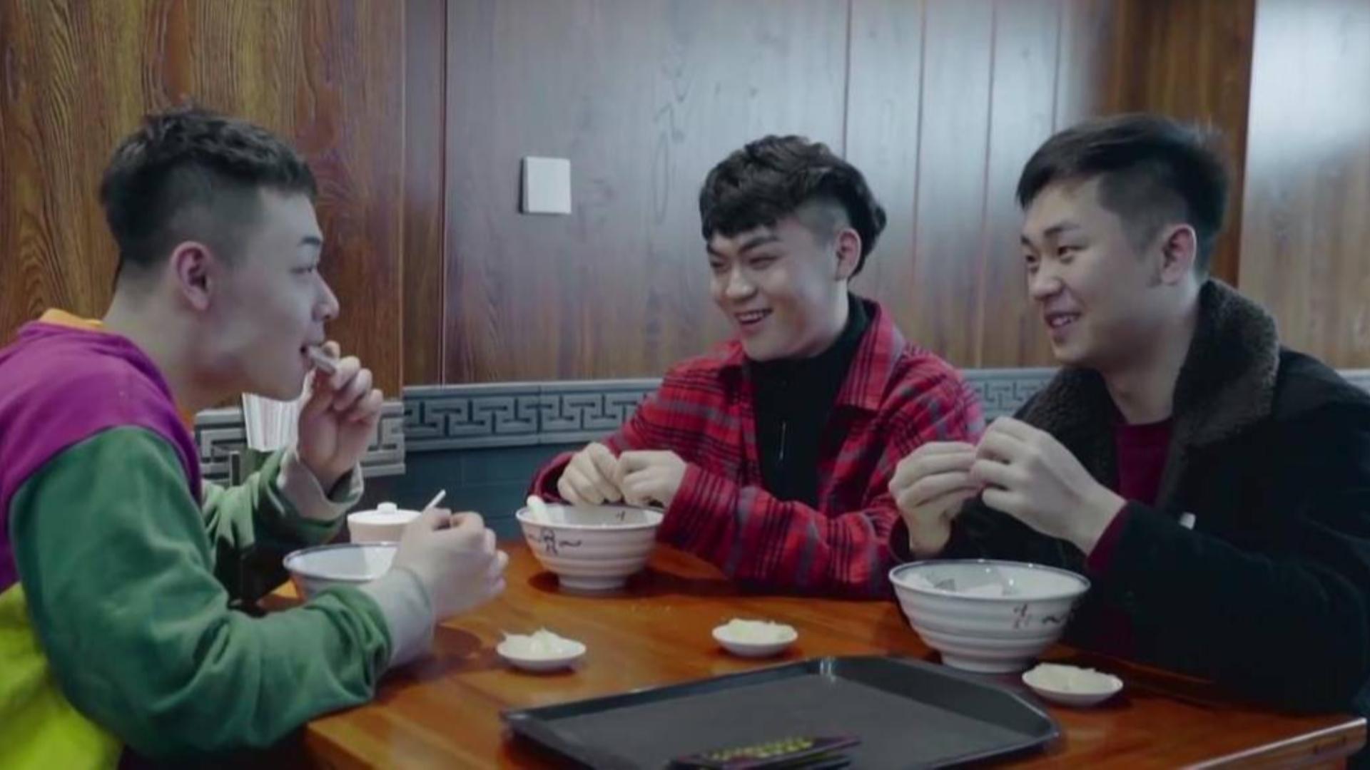 打卡过年一定要吃的西安美食!小炒泡馍、油泼辣子、葫芦鸡……
