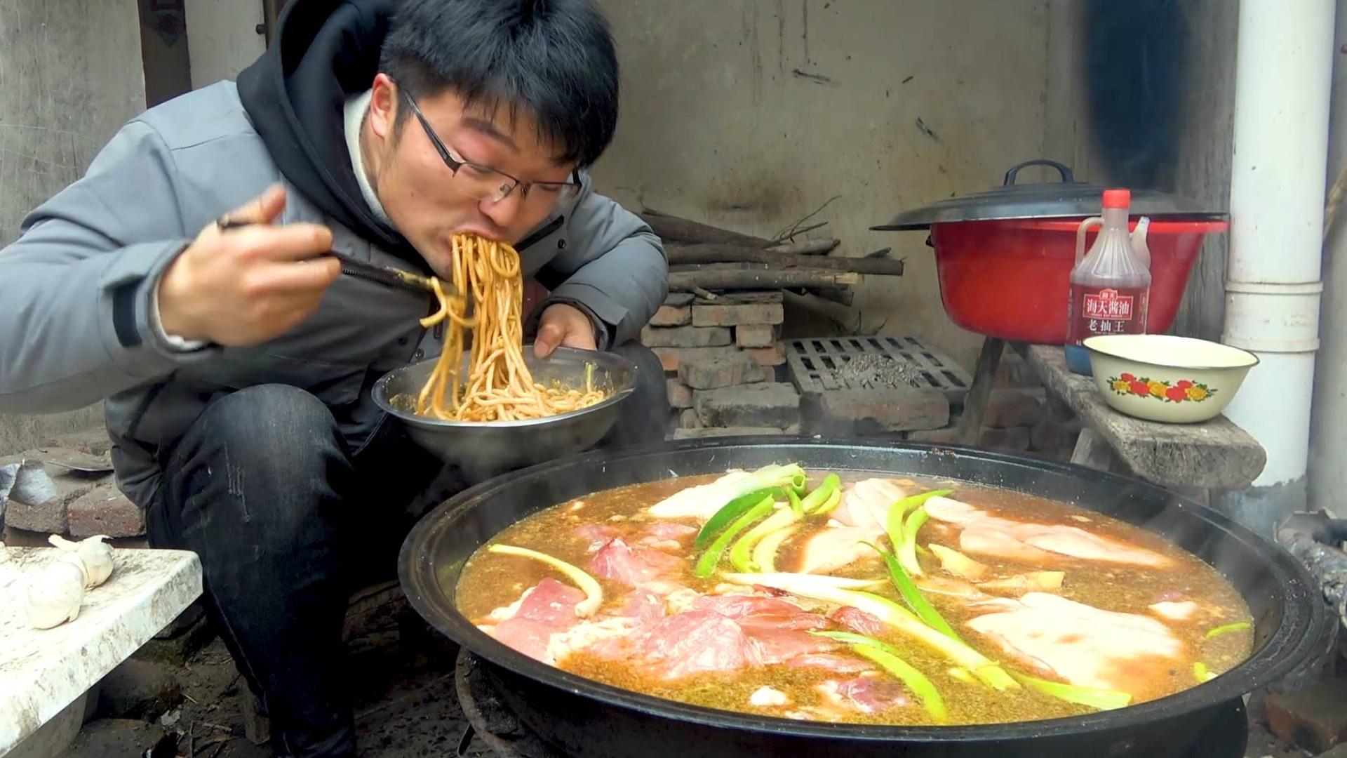 36斤猪后腿,10斤牛肉,直接大锅卤,年夜饭吃到十五都没问题