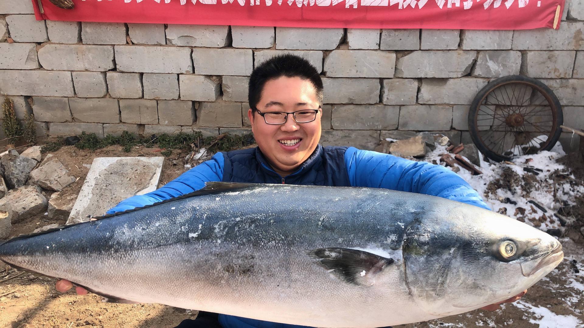 350元买25斤超大鲅鱼,剁成大块炸着吃,味道鲜美,一次吃过瘾!