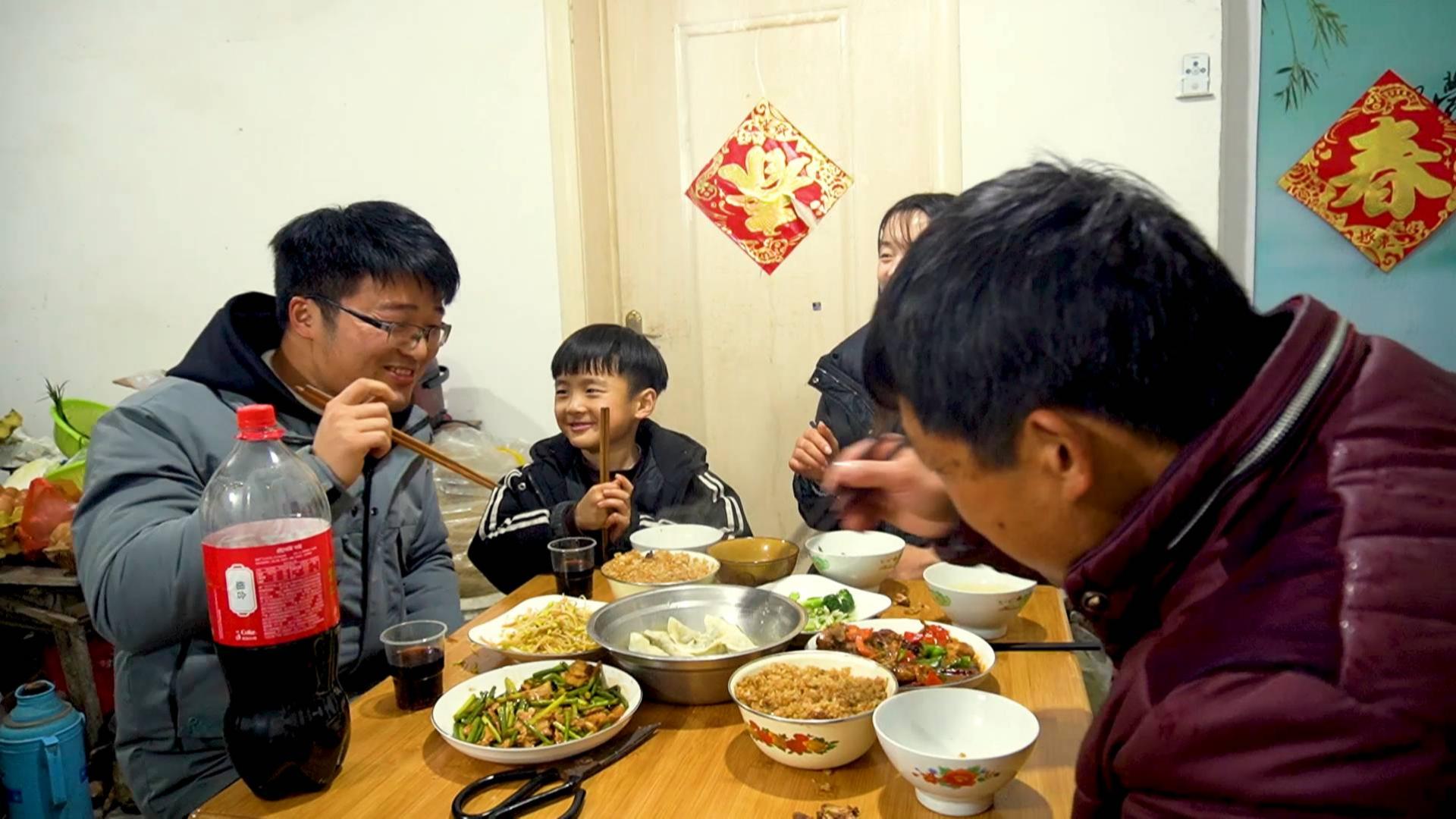 两碗蒸肉一锅饺子,比吃年夜饭还过瘾,大sao买几斤猪肉,太值了