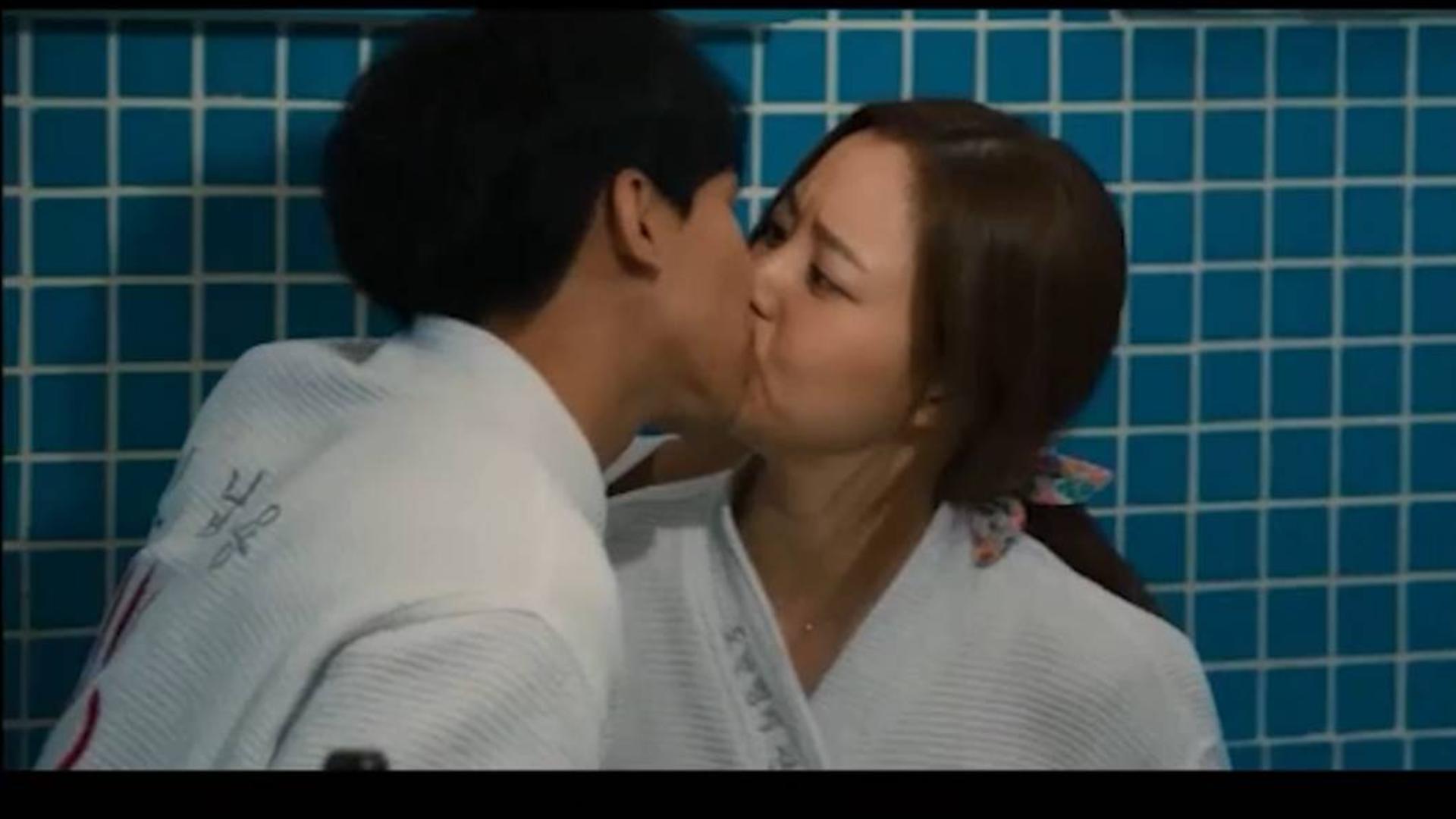 「高能+高甜吻戏合集」哎一股!抱一抱没感觉那就接吻确认的爱情!