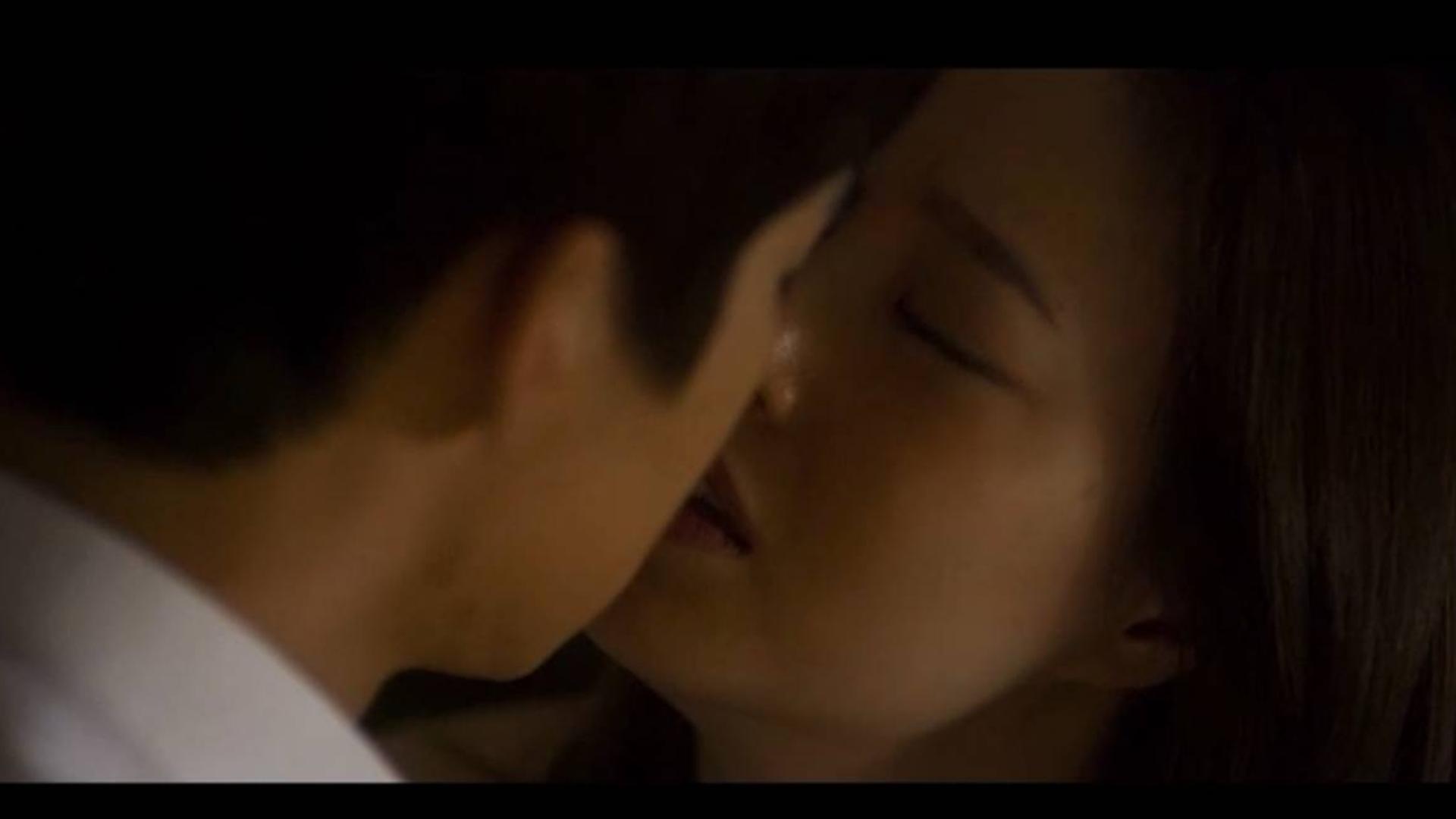 「高能+高甜吻戏合集」爱情是从睡觉开始的!可以亲久一点!