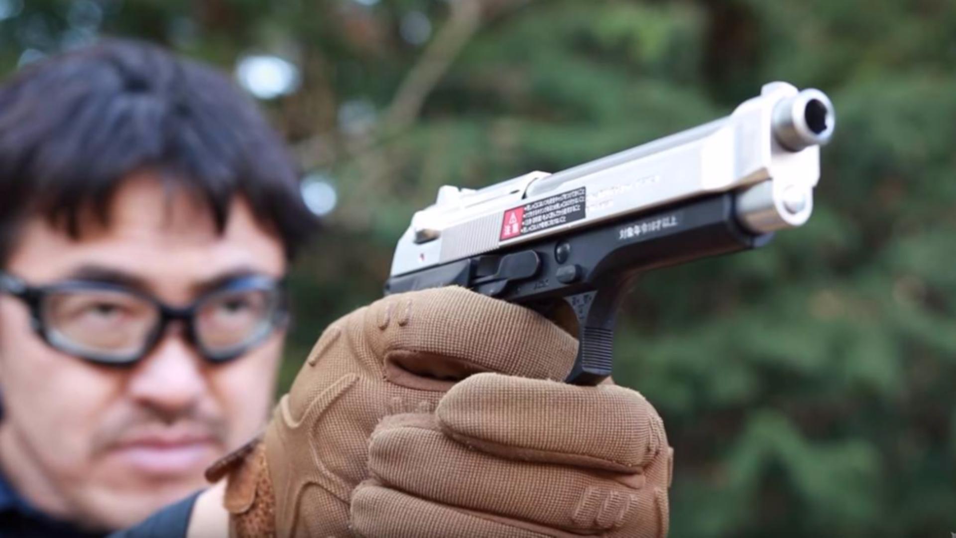日本壕堺大叔:M92F幻灯片银不锈钢型10岁以上空气HOP手枪