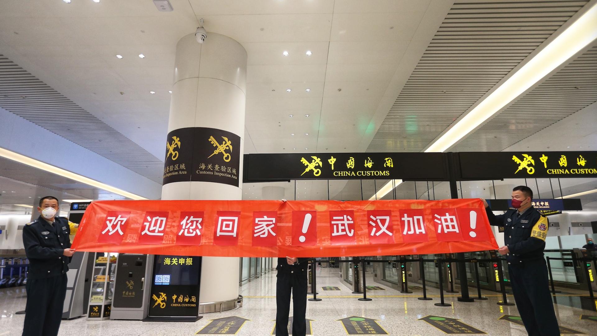 首批200名湖北籍旅客乘包机平安返乡!