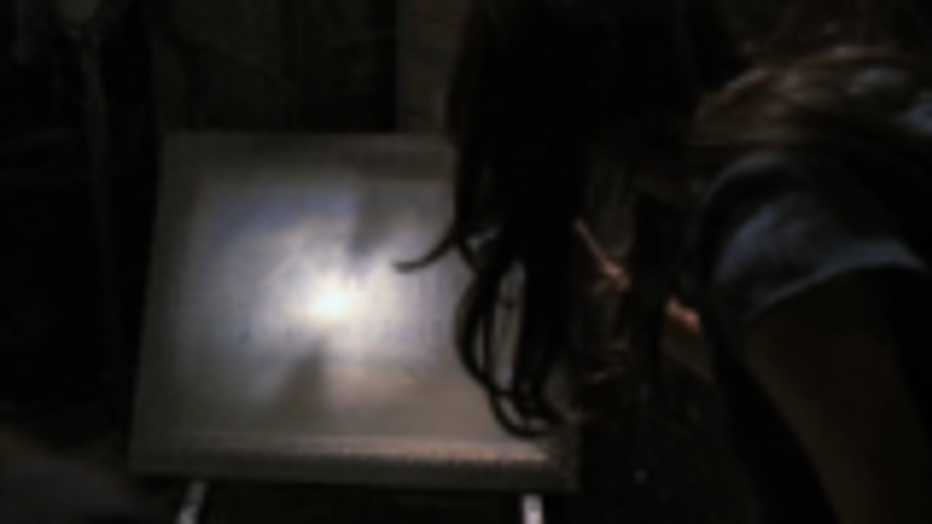 女子去老宅收集古董,却发现这里还藏着别的恐怖东西《鬼语者05》