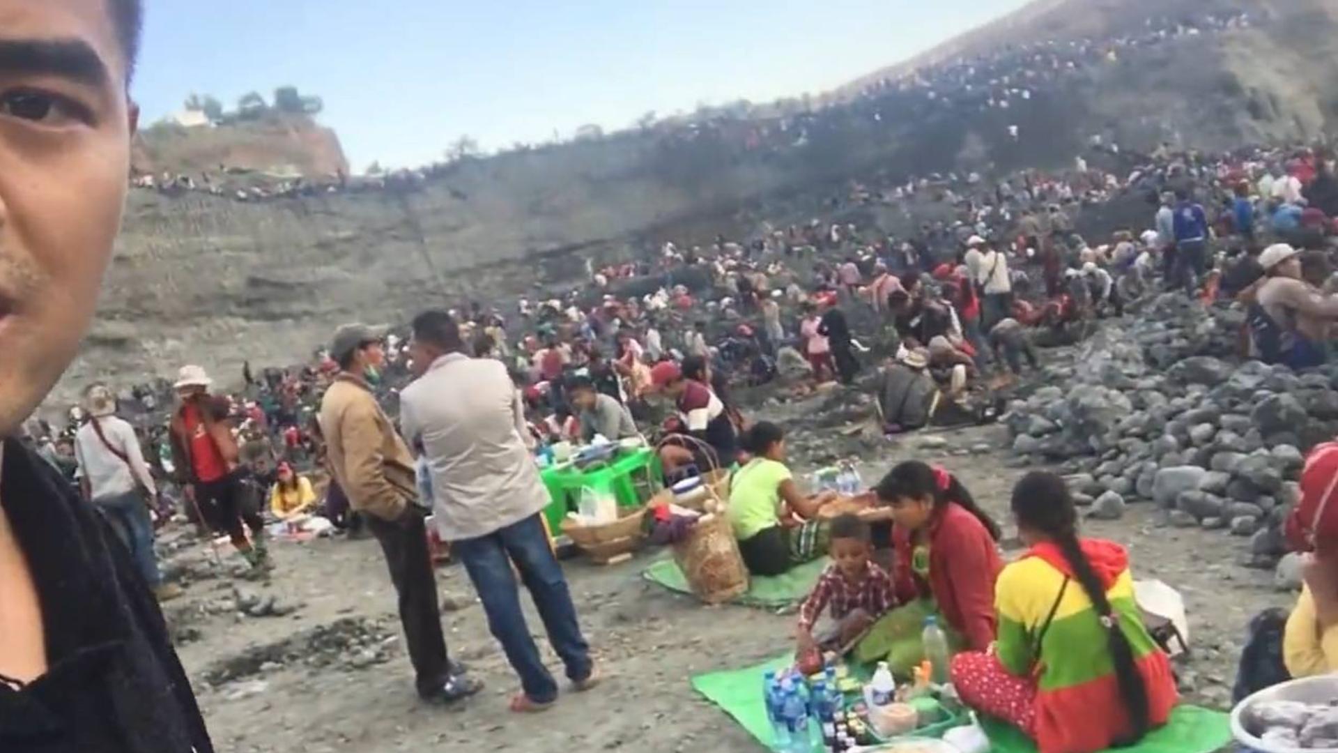 实拍缅甸莫西沙翡翠矿区:过年不放假,小孩也出动!