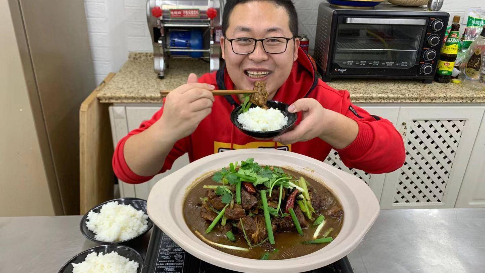 """140买4斤多牛肉,做一锅""""牛肉牛腩煲""""入口即化,越吃越香,痛快"""