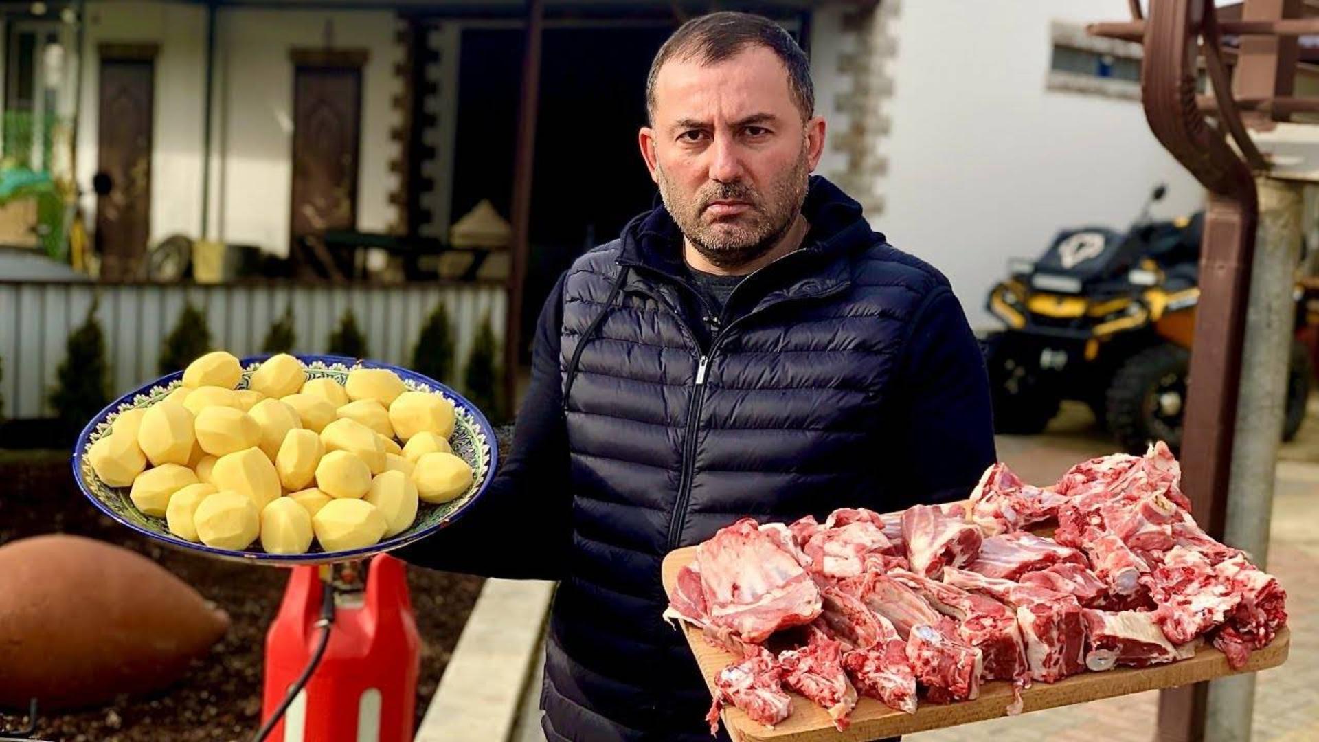 俄罗斯大叔用4公斤土豆炖羊肉太香了,火里的羔羊带土豆的肉!