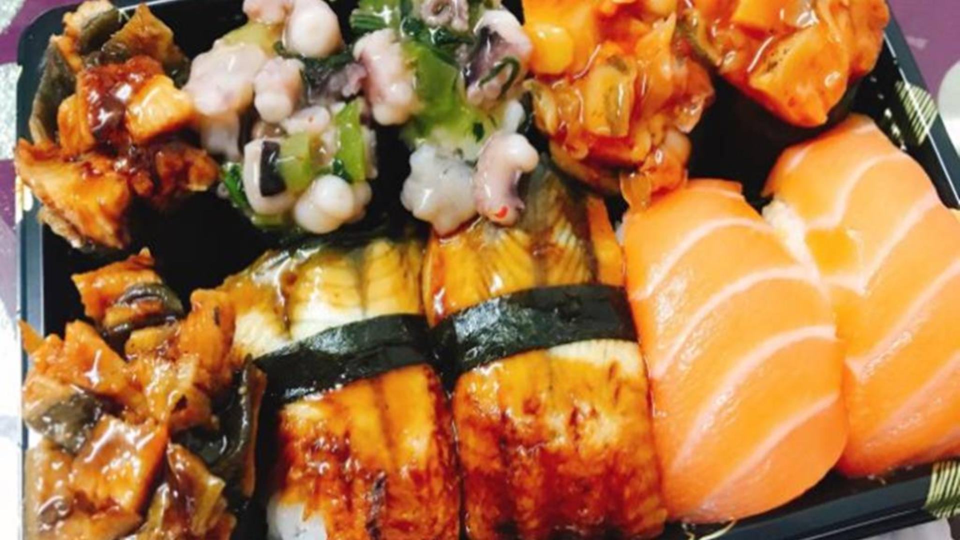 隐藏在天津菜市场里面的一家性价比超高的寿司店,三文鱼寿司三块一个