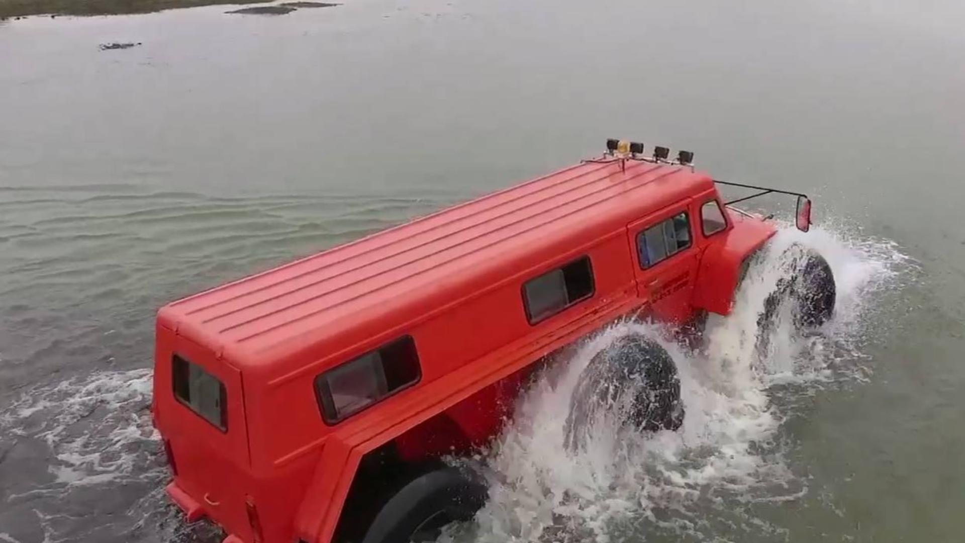 水陆越野车也太酷了吧!试用各种复杂环境,水陆两地行走自如