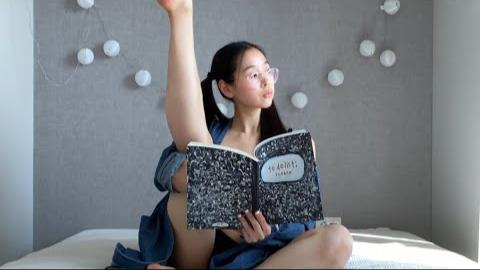 【求5蕉】想念瑜伽小姐姐的第101天,小姐姐你这样看书是认真的吗?