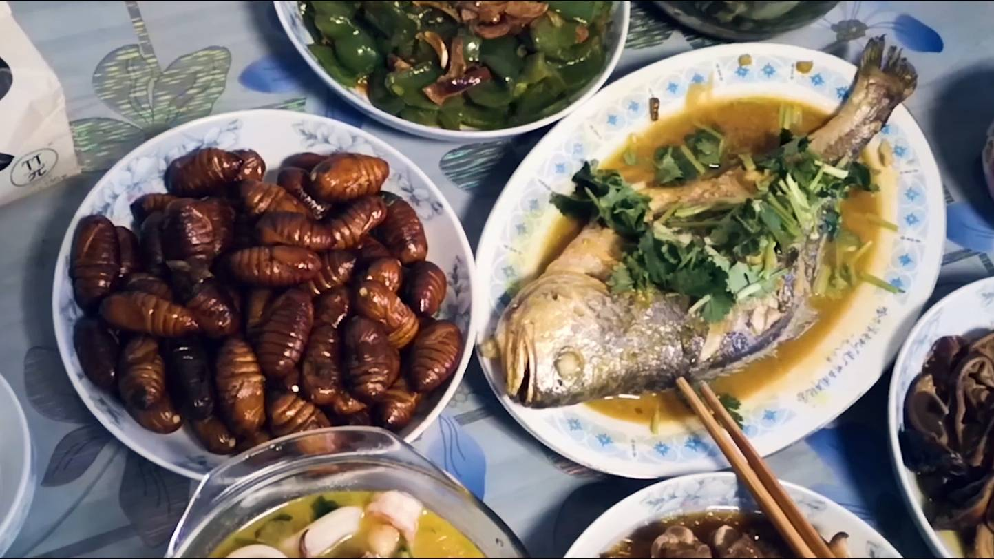 【吃货请闭眼】冰天雪地哈尔滨怎么过春节?炖鱼蚕蛹酱棒骨,家里年夜饭最好吃!