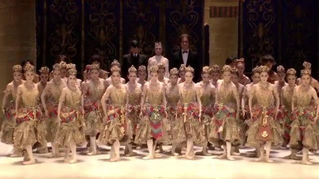 日本松山芭蕾舞团唱《义勇军进行曲》 为中国加油!