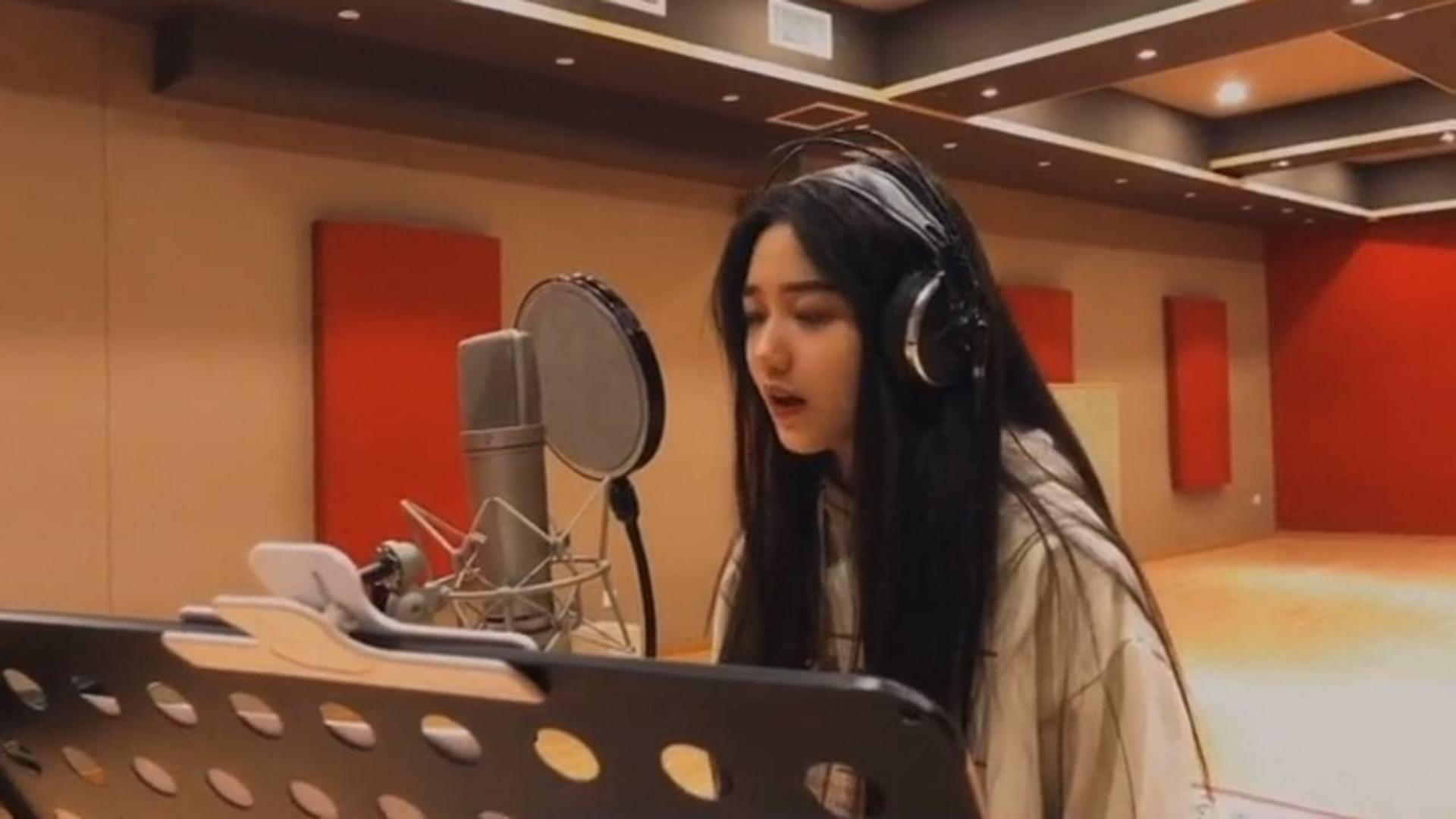 最近这位可爱女孩唱歌走红,翻唱唱出150万粉丝,网友:实力派