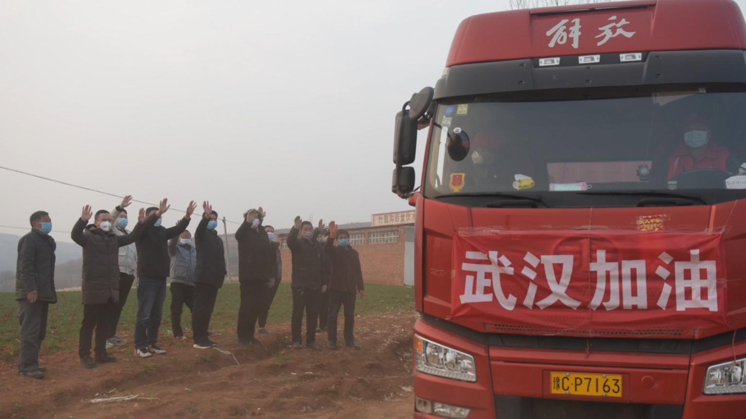 河南农民捐十万斤葱:这是我们最好的东西,只要武汉需要,我们还捐!   小彭vlog