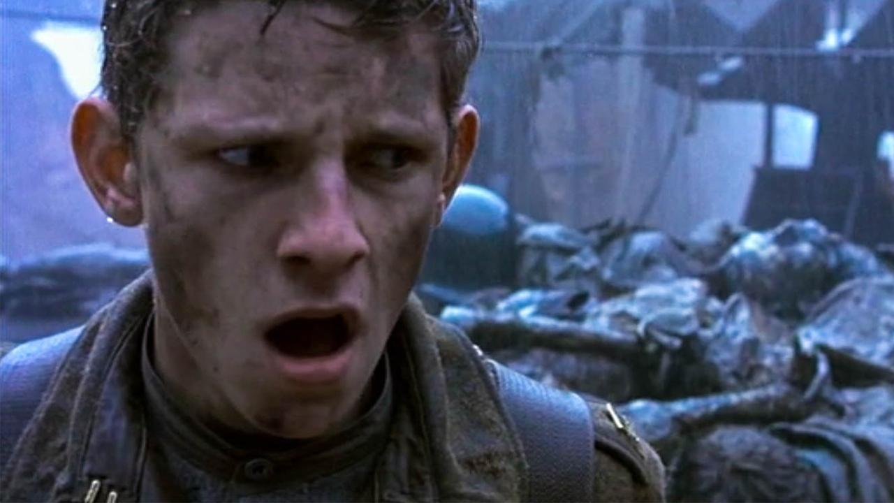士兵误入诡异战壕,发现这里的尸体动了,想逃已经来不及了