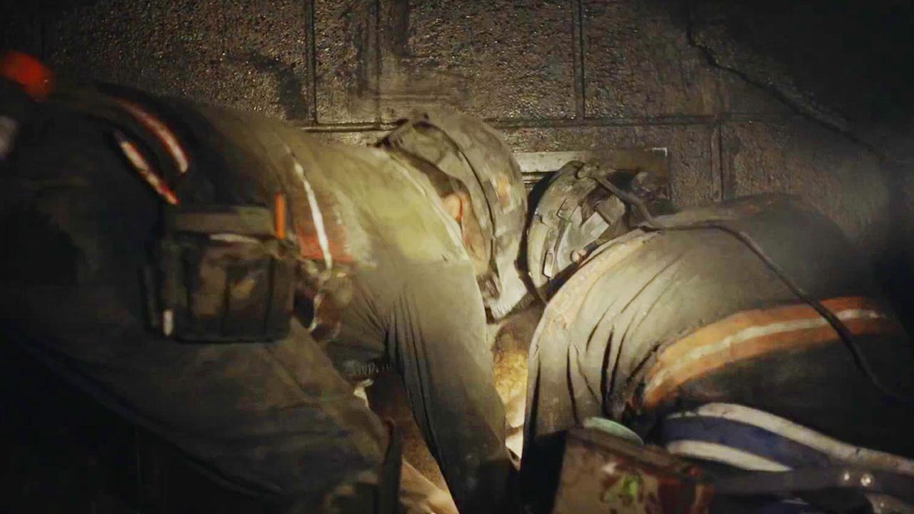 矿工被困井下,原以为打开小门可逃生,没想到打开后让人绝望
