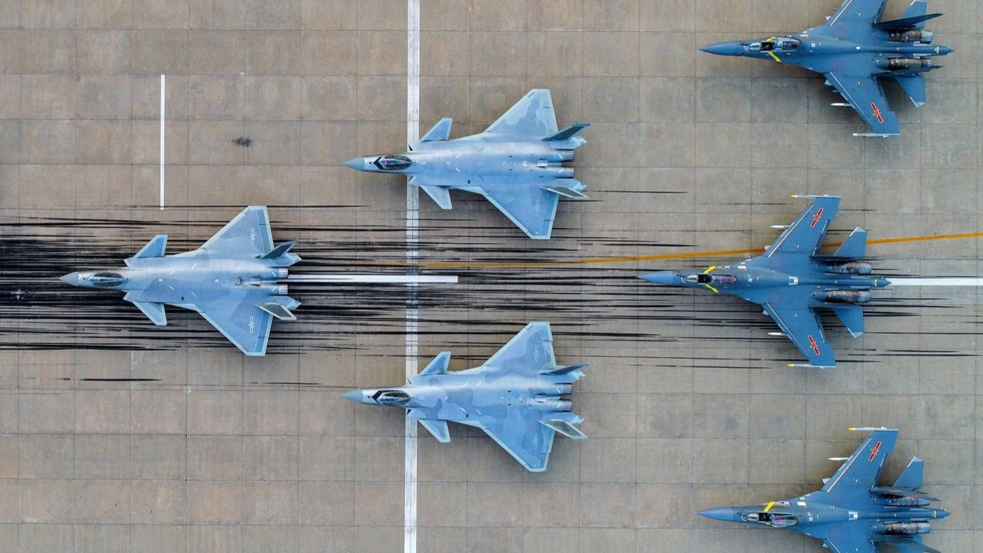 军媒曝空军神秘部队:金头盔王牌配最先进战机,打法极具侵略性