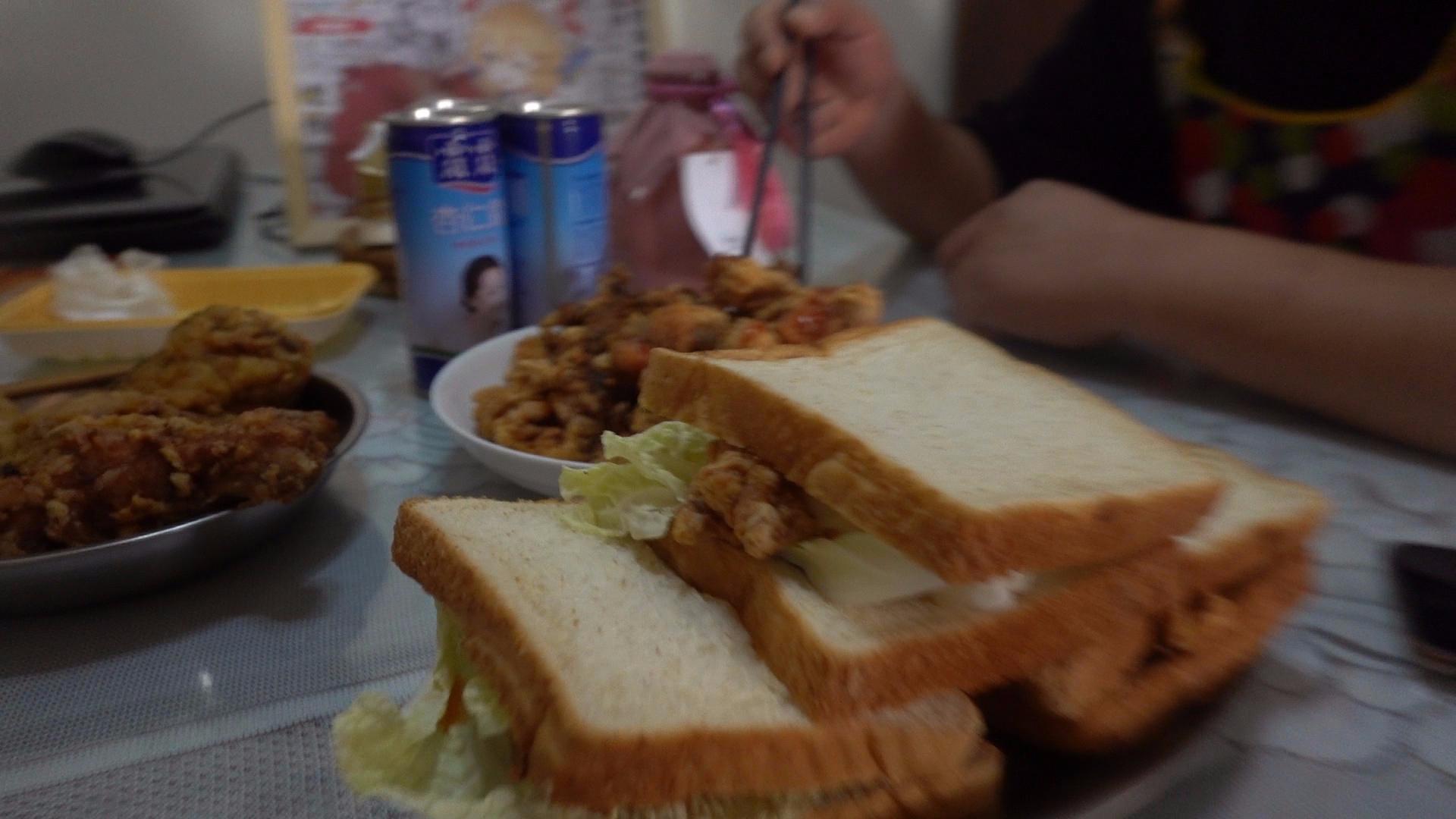 【老司马的日常食堂】鸡腿,超级三明治诸葛司马都吃爽了