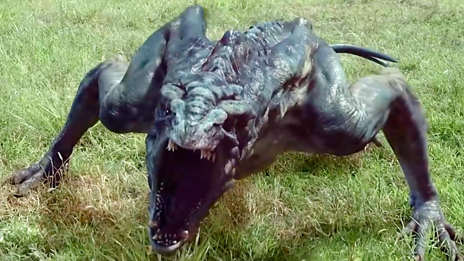 异兽来袭:外星陨石坠落地球,没想到竟从里面跑出了一只怪物
