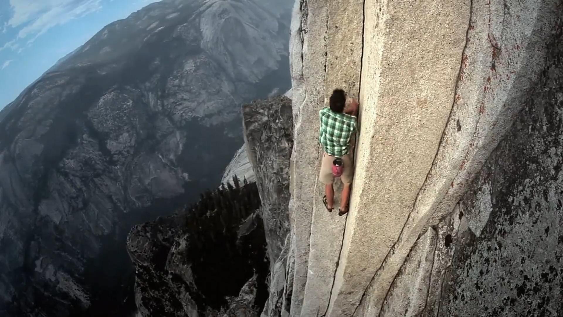 豆瓣8.9,奥斯卡硬核神作《徒手攀岩》,要么登顶,要么死亡!