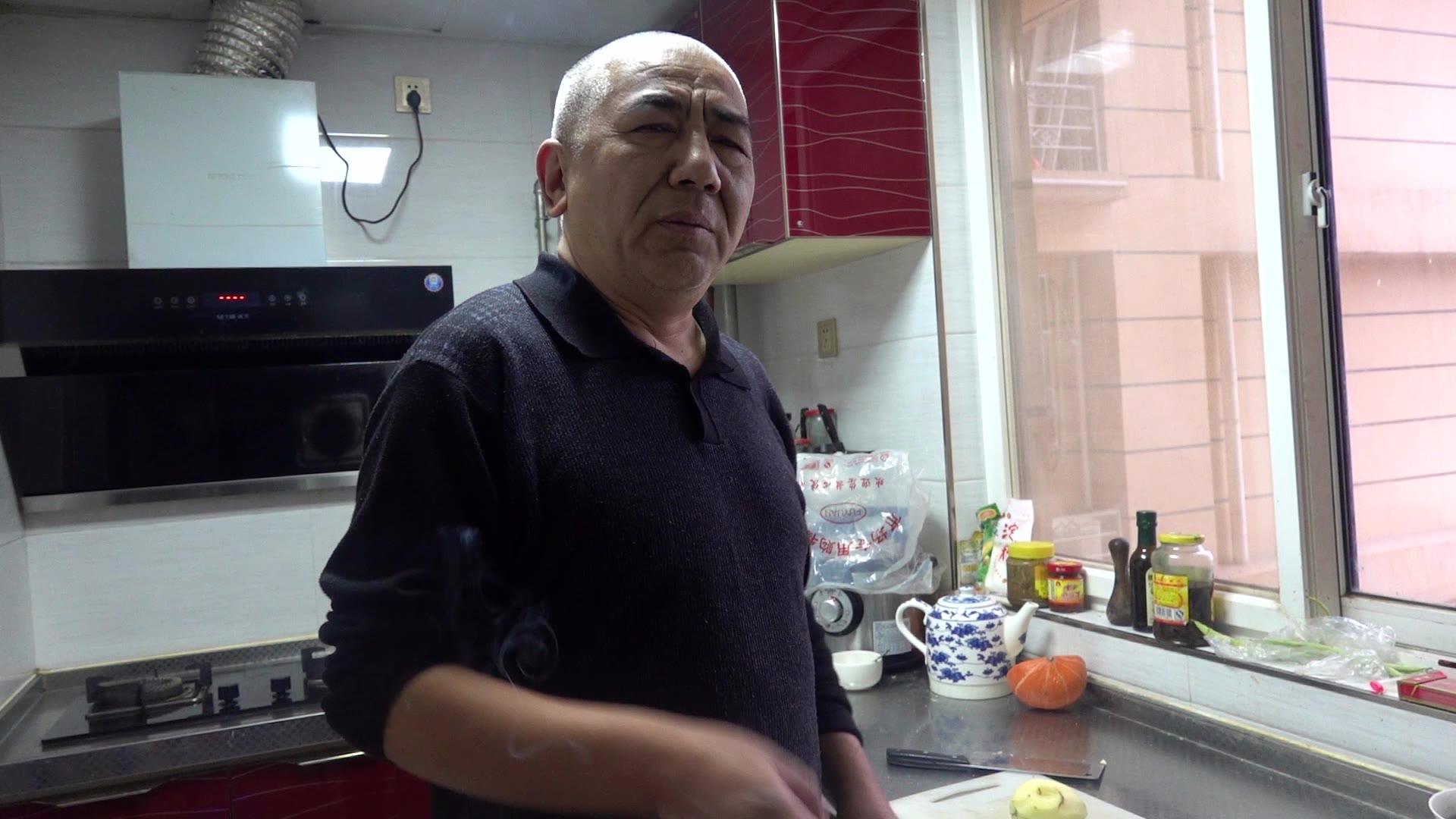 【老司马的日常食堂】自制胡辣汤泡油饼,吃起来爽爆了