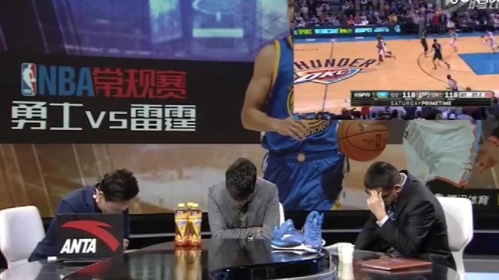 原来你们直播解说NBA比赛都是这么一个个低着头,跟我平时低头玩手机一个样子