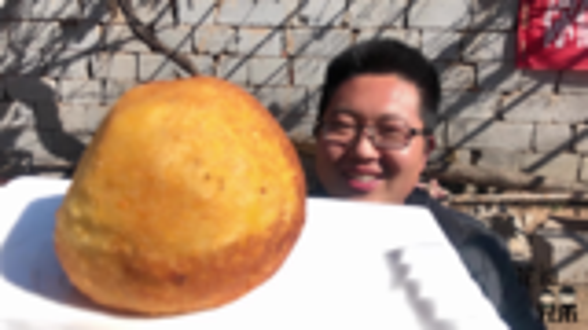 自制巨无霸黄金土豆球,裹上面包糠,宽油一炸,吃一口:尴尬了!