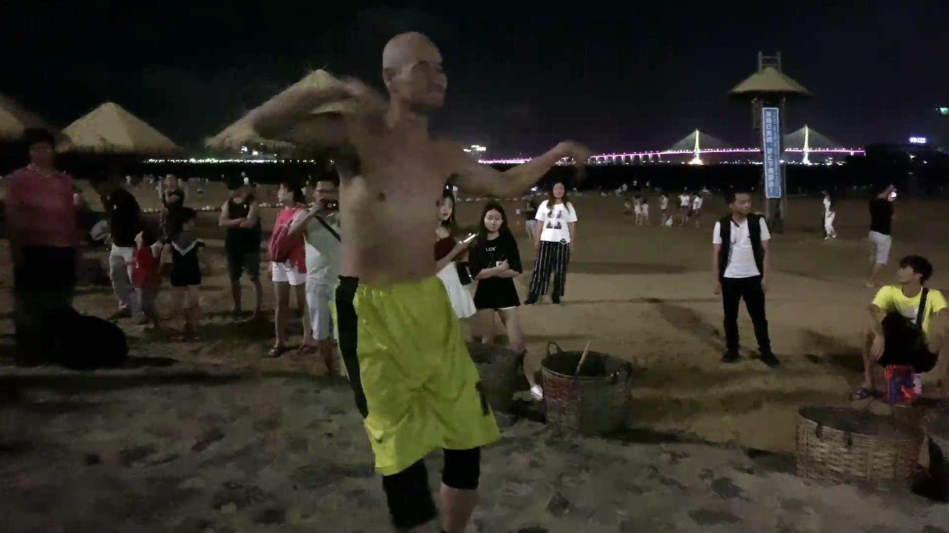 这就是传说中的湛江金沙湾舞王