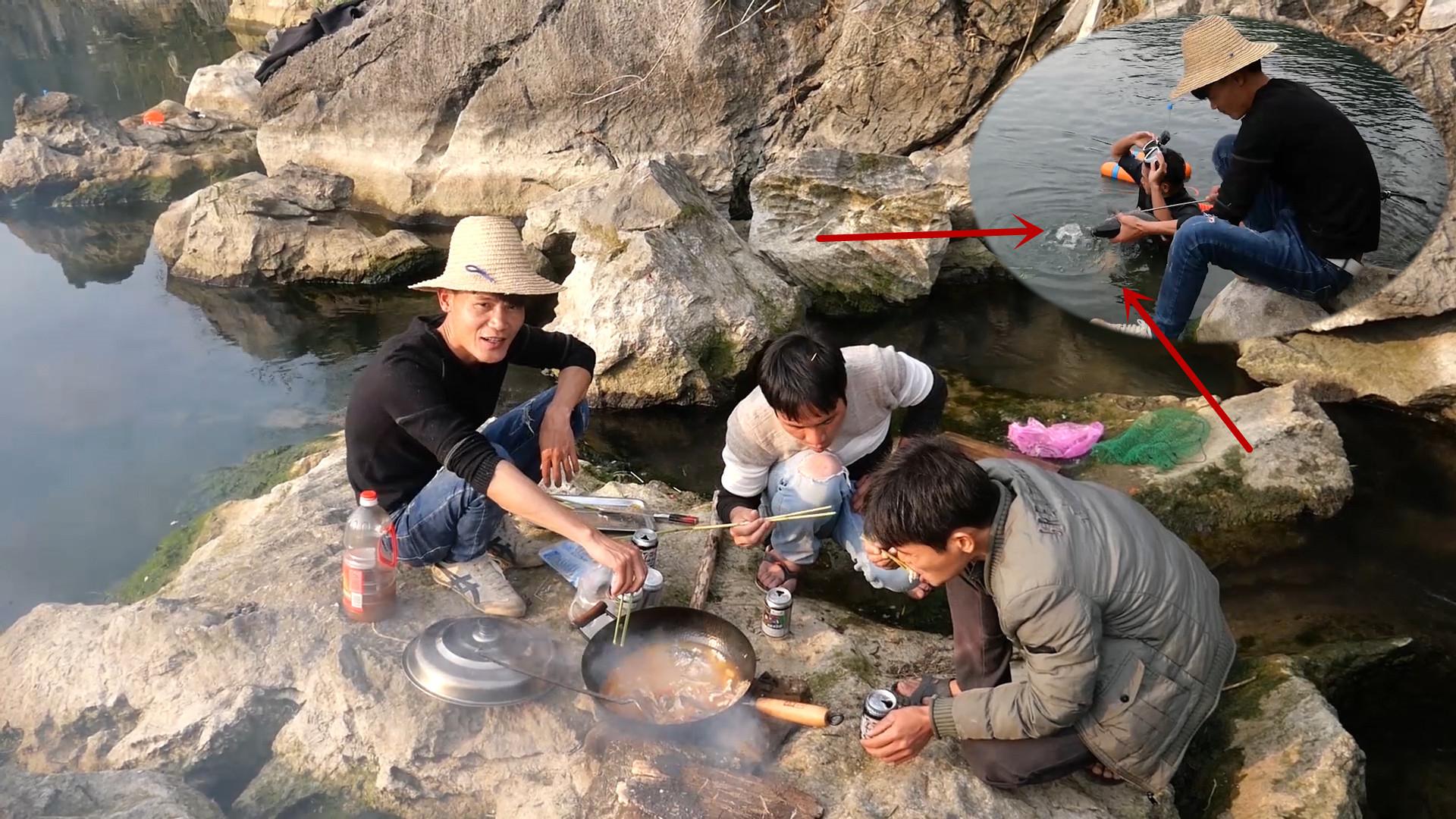 小志潜水抓鱼收获两条极品货,小明把它煮了满满一锅,味道太爽了