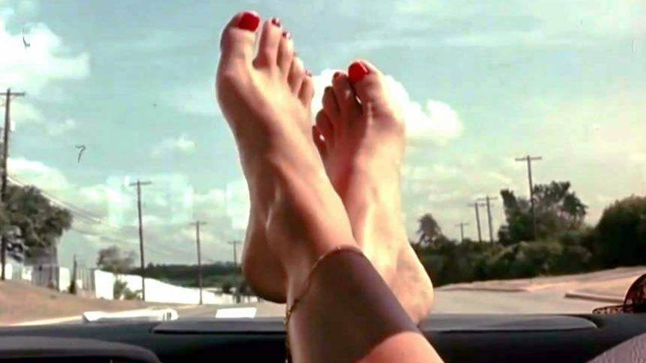 为了理解恋脚狂魔导演昆汀,我们竟看了100多部和脚有关的电影