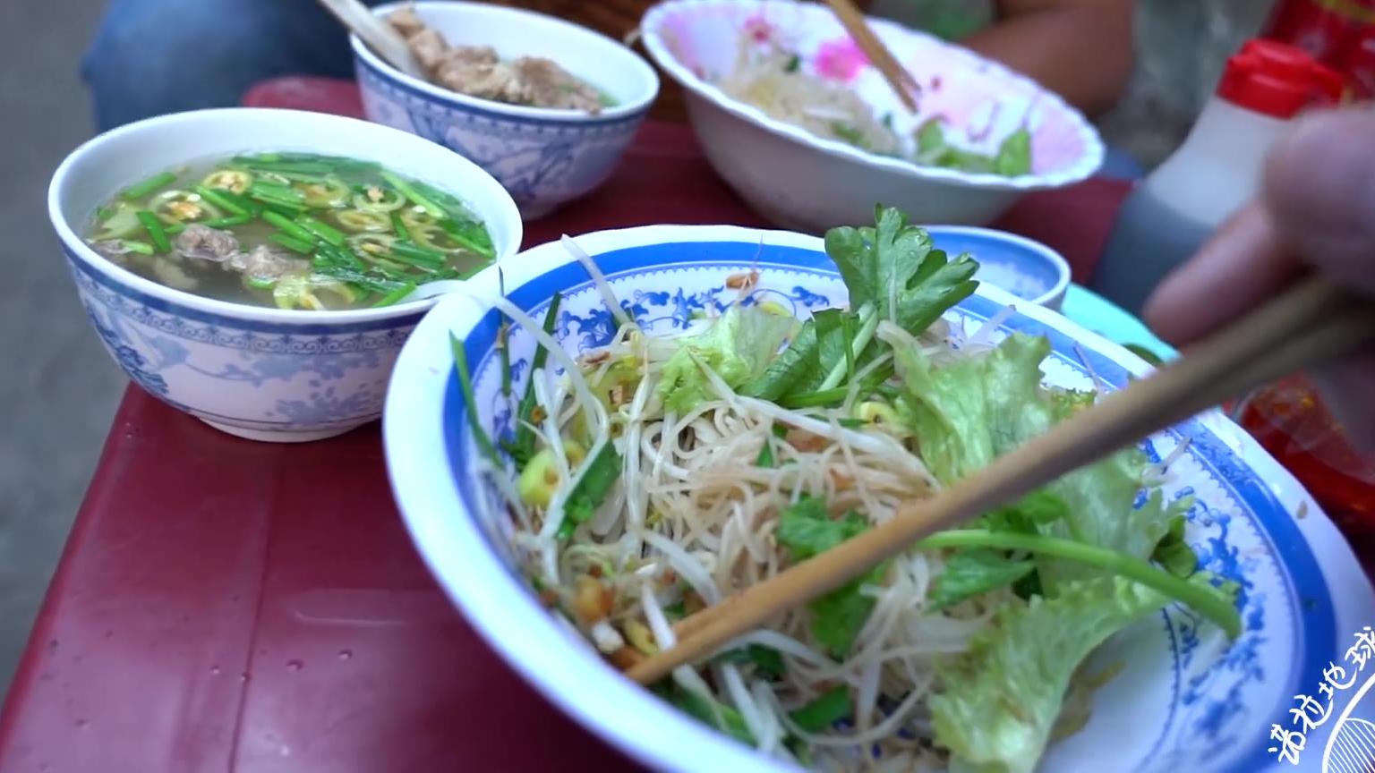 【诺拉地球研究所】越南25集:胡志明高级商场的越南妹太美了,越南的阿迪达斯物价怎么样?