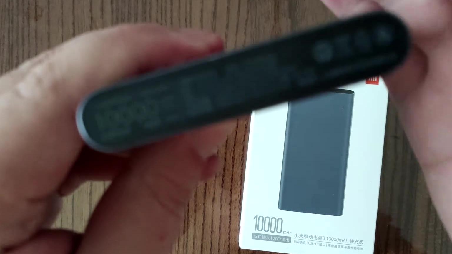 开箱上手一个有质感的铝合金充电宝小米3移动电源10000毫安