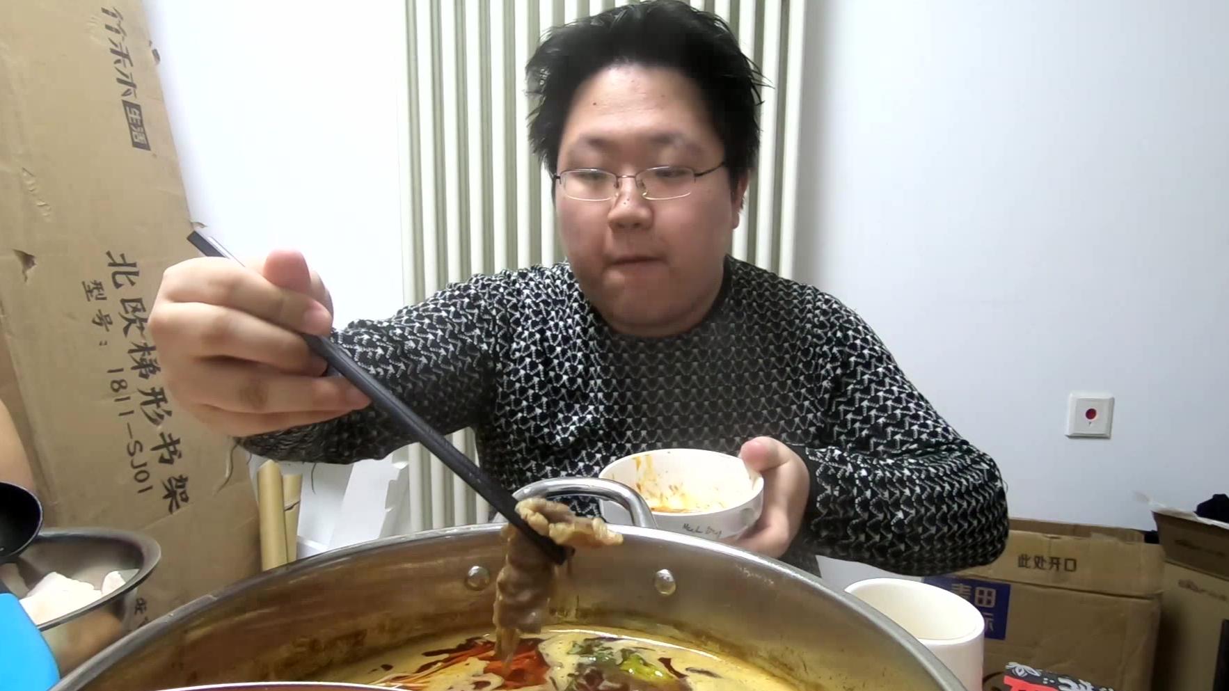 【路个vlog】在家火锅听咖喱奥力给(全年龄五蕉版)