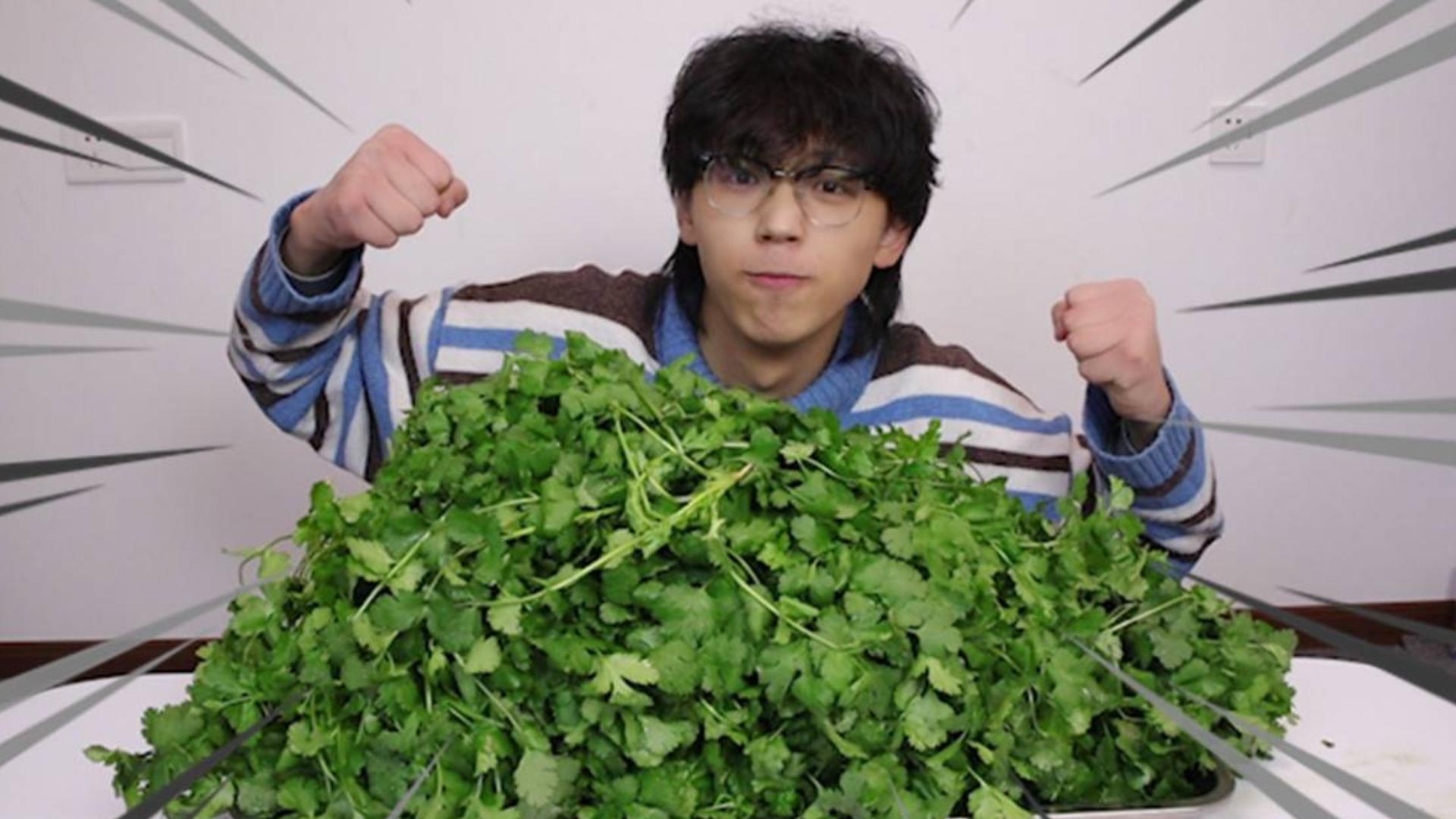 讨厌吃香菜的人怒吃15斤香菜,从此以后会爱上香菜吗?