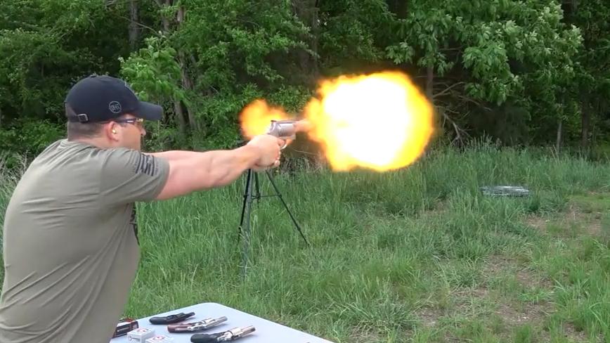 大威力转轮手枪对比试射