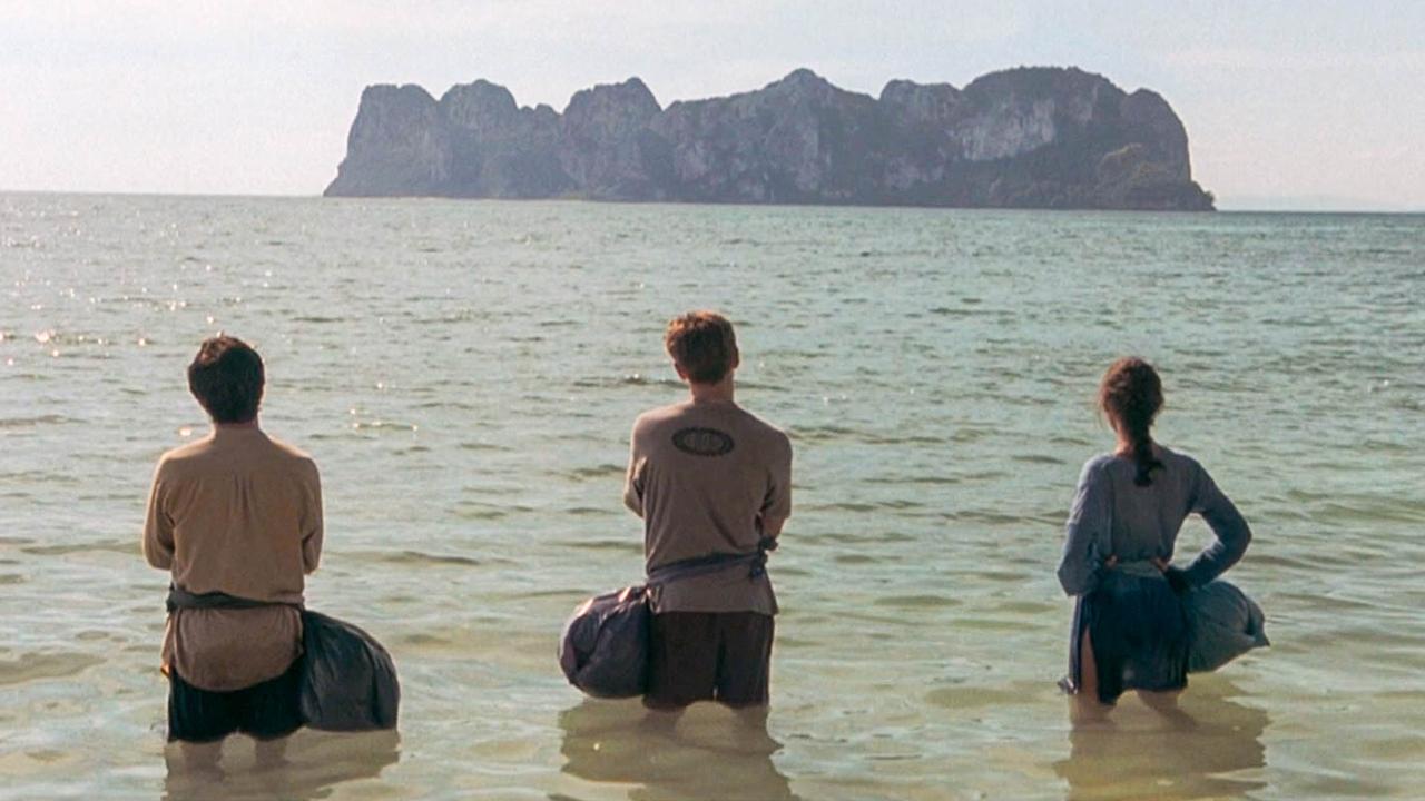 3人到荒岛游玩,以为是世外桃源,谁料这里竟是炼狱
