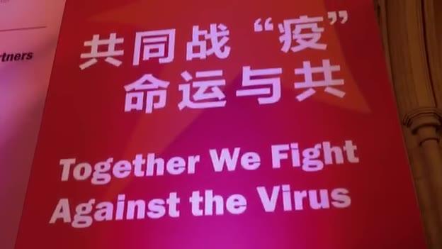 伦敦金融城上演快闪活动 英国青年唱响抗疫歌曲为武汉加油