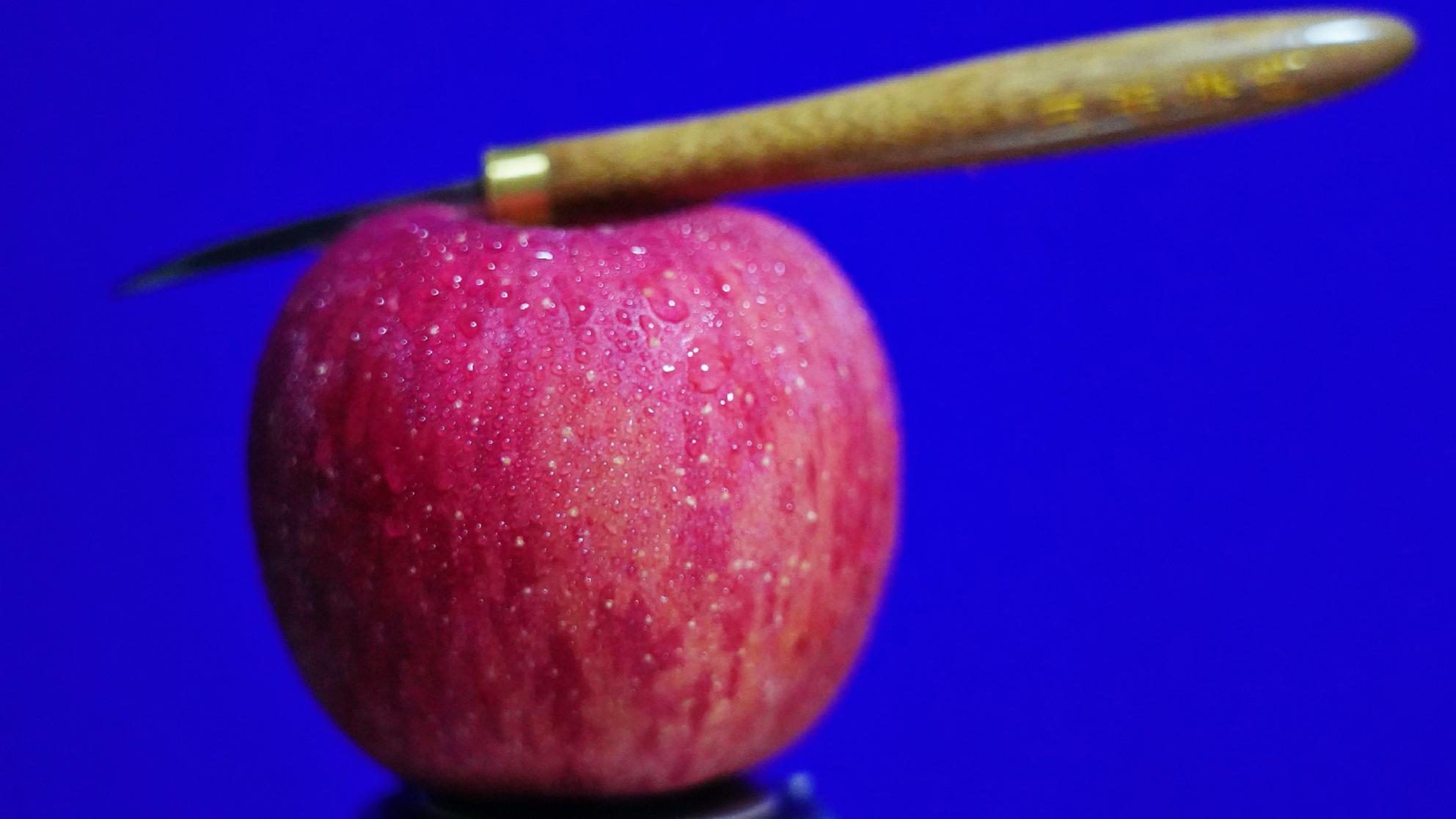 """老板:""""这个苹果请给我雕刻出薛洋的样子!"""""""