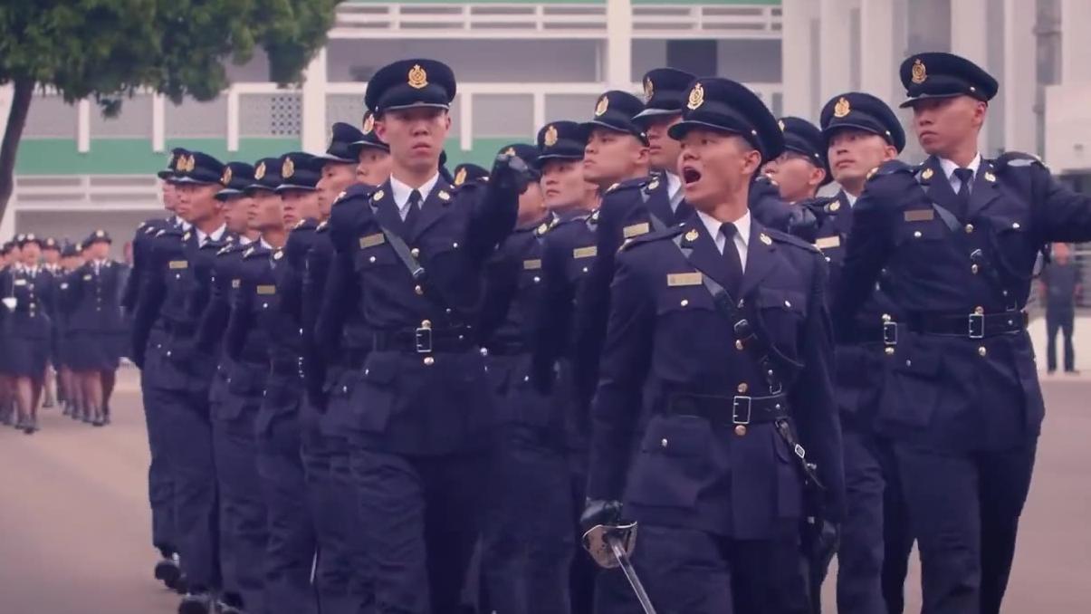 香港警察海关结业典礼,解放军军官检阅。