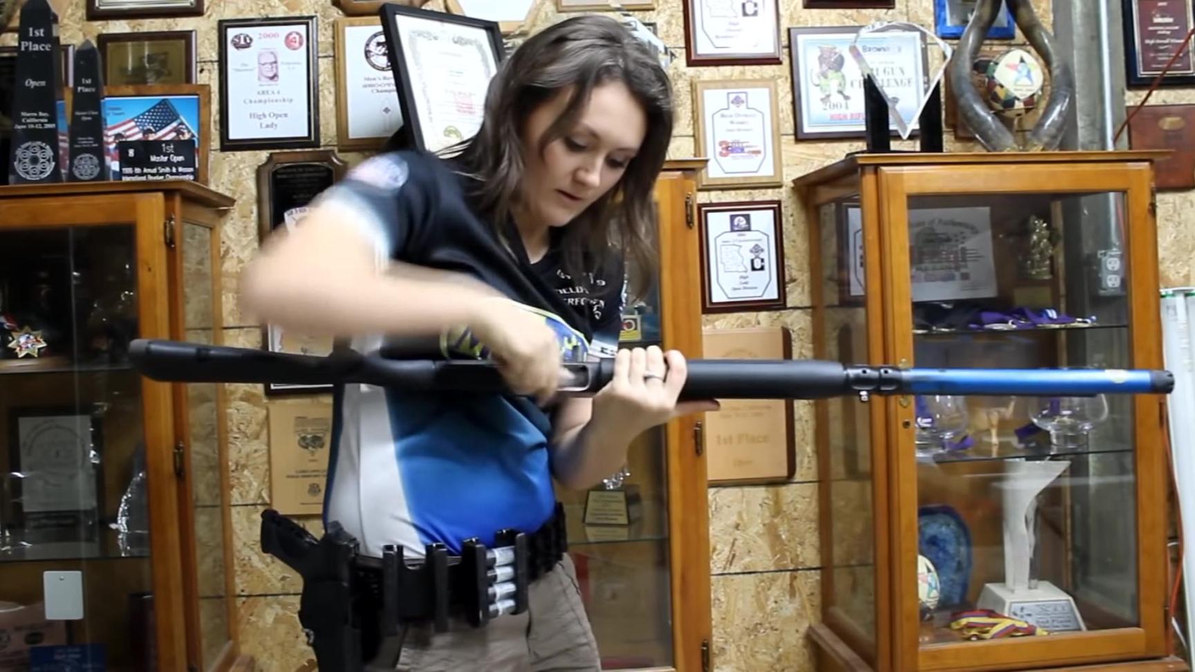 Lena Miculek姐教你如何霰弹强手战术换弹