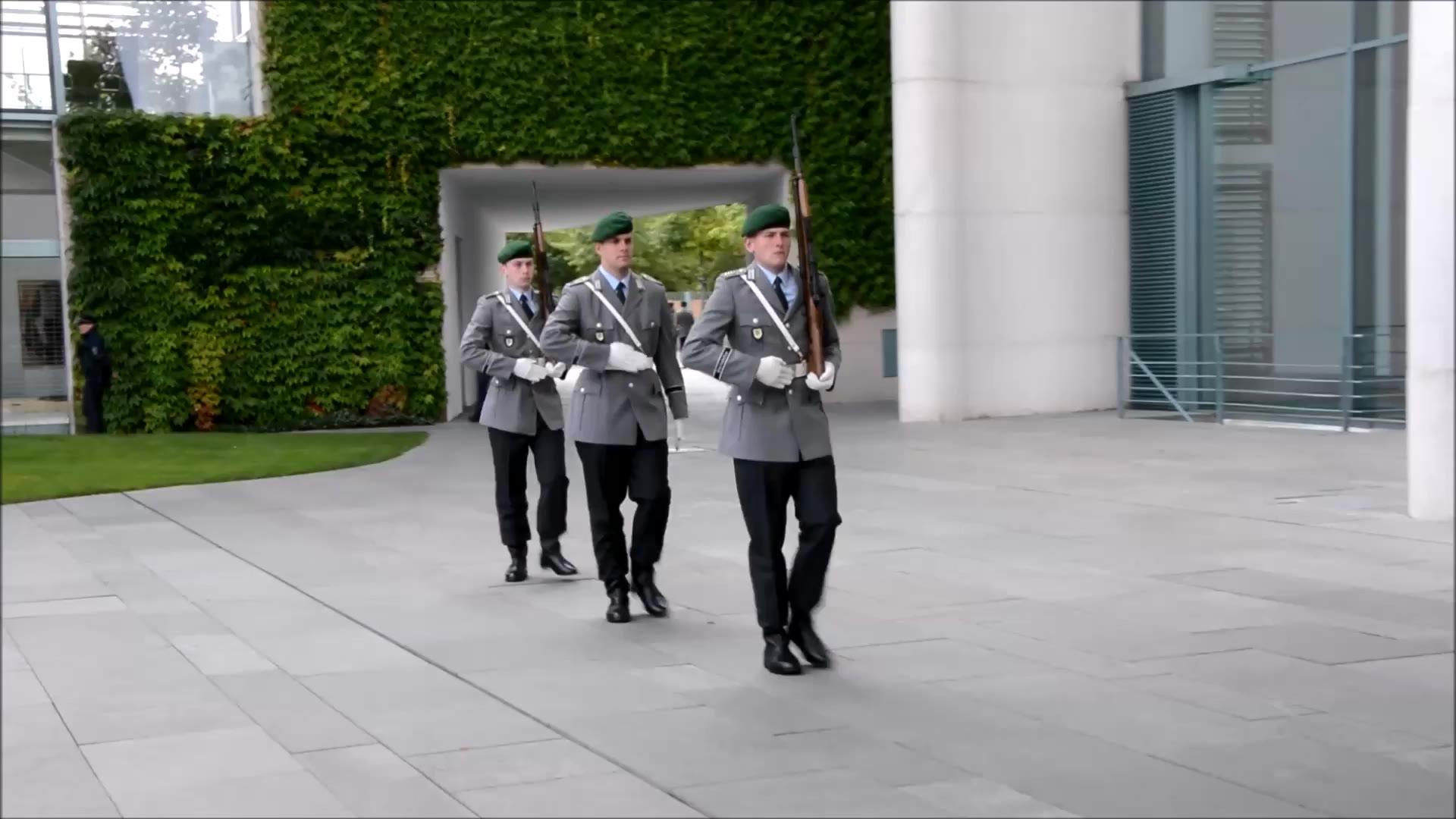 德国为了迎接法国总理,演奏著名乳法歌曲普鲁士荣耀